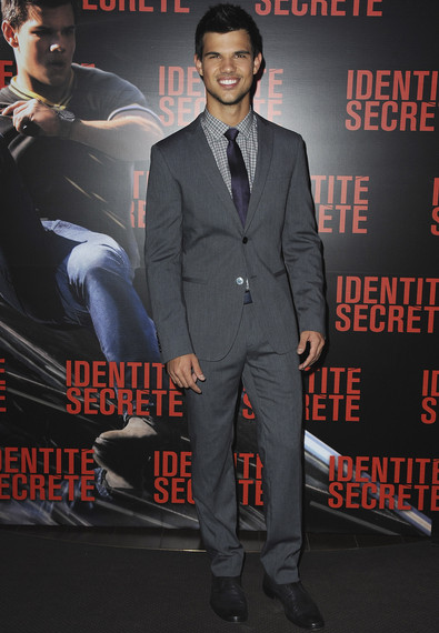 Taylor was all smiles wearing a twobutton grey suit by Dolce Gabbana